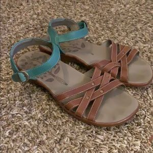 Woman's KEEN Leather brown green Sandals Size 8.5